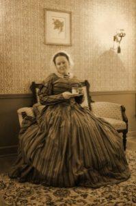 Ms. Laura Keyes